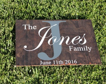 Wooden Family Sign.  Family Sign. Family Established Sign.  Wooden Family Established Sign. Family Date Sign. Wedding Gift. Gift for couple.