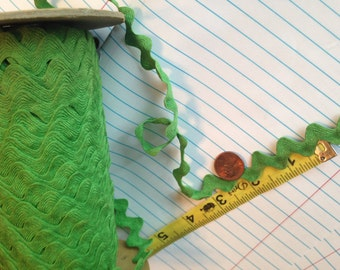"10 YARDS 5/8"" Kelly Green Rick Rack Flat Lace Trim NOS"