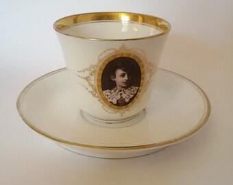 France XIX / Cup and under Cup porcelain Medallion decoration, portrait woman, hand painted