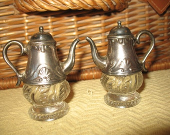 Salt & pepper shakers silver plated glass crystal. Kitchen tableware.