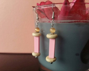 Rose earrings with wooden beads
