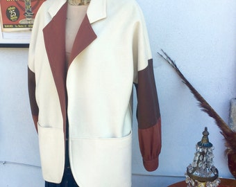 Vintage blazer cream color. Wool and leather. Half weight jacket. Almost new!!