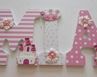Art culos similares a miniatura beb ni a dormitorio de - Letras para habitacion bebe ...