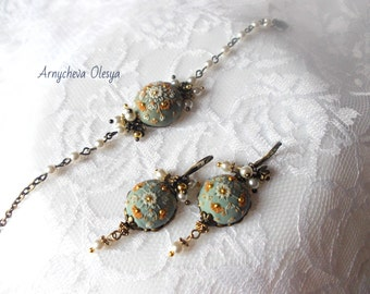 Jewelry from polymer clay.The jewelry set.The earrings and bracelet.Floral filigree.Handmade.