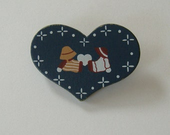 Dark Blue Heart Lapel Pin, Heart Shaped Pin, Pin With Sitting People, Country Themed Pin, Wooden Heart Pin