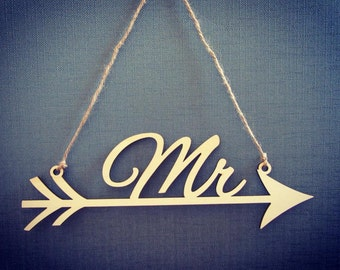 "Wooden ""Mr and Mrs"" hanging, arrow signs/vintage wedding accessories"