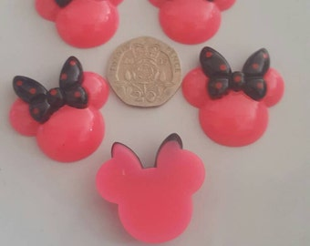 5 peices fuchsia mini mouse heads with black hair bow. Flat back resin cabochon hair bow scrap book crafts