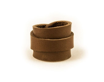 Leather Ring - HN0740