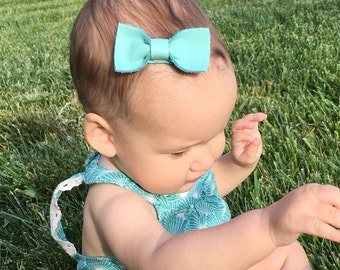 Baby hair bow ~ Leather Bow ~  Baby's First Bow ~ Baby Clip ~ Baby Clips ~ First Baby Clip