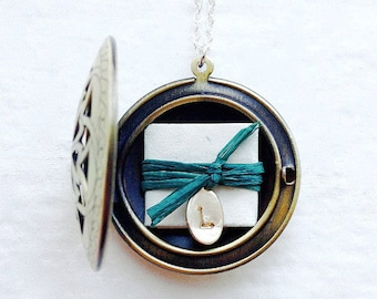 Wife Gift, Bridesmaid Gift, Best Friend Gift, Personalized Gift, Message Locket Necklace, Personalized Necklace, Subscription Locket ©