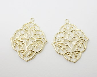 P0386/Anti-Tarnished Matte Gold Plating Over Brass/Flower Pattern Rhombus Pendant/27x35mm/2pcs
