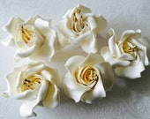 6 Fondant Roses with Pearl Centers 6 Gumpaste Roses with Pearl Center Fondant Roses Gumpaste Roses Fondant Flowers Edible Roses