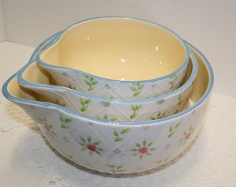 """SALE: Set of 3 mixing bowls, """"Country Garden""""; Better Homes & Gardens graduated bowls; French country kitchen decor"""