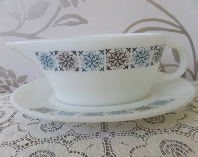"""FREE SHIPPING Chelsea Pyrex Sauce Boat, Gravy Boat, 1967-1978, Piece no.s 664 and 665, 8"""" x 4.25"""" x 3.25"""", Immaculate Condition, Like New"""