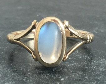 Vintage 9ct Gold Moonstone Ring