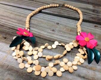 VINTAGE: Large  Wood Necklace - Colorful Necklace.{D1-117#00319}