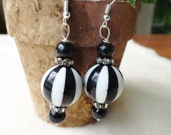 Black and White Stripped Beach Ball Bead Earrings - ERU178