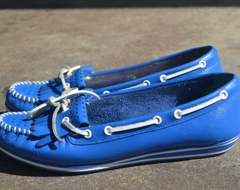 Vintage Blue and White Leather Oldmaine Trotters Moccasin Boat Shoes SIze 6 1/2m