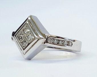 14K Whitegold and diamond ring