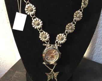 Daisy Chain Pendant Necklace