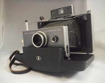 Vintage 1960's Polaroid 100 land camera-collectible