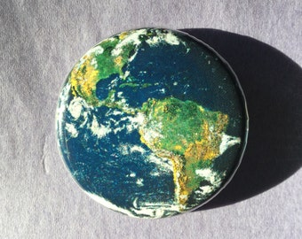 Earth button / Earth fridge magnet / Planet earth button/ Astronomy button / Earth pin / Planet button / Planet pin