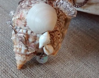 Conch Sea Shell Pendant Necklace with Crystal Beads