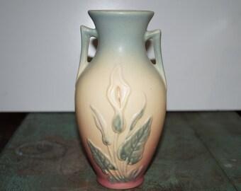 Hull 1938 Cali Lily Vase