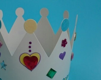 Last 2 - ** price reduced ** Kids party craft kit - Royal Crowns - set of 4