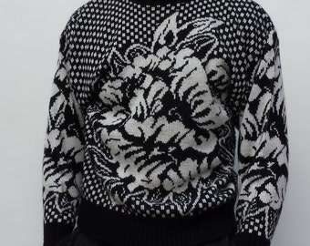 90s Flower Sweater Black and White Floral Pattern Size Small