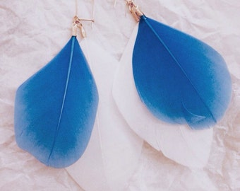 Feather earrings -blue and white-