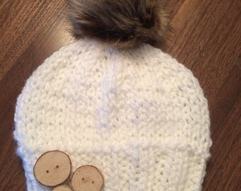 Bonnet with Birch wood buttons