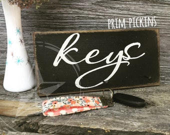Rustic key rack // key holder sign
