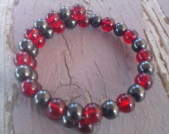 Classy Black and Red Glass Bead Bracelet