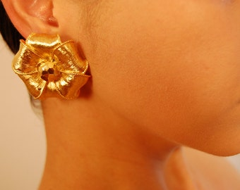Auth Vintage GIVENCHY Large Sculptured Gold Plate Flower Clip Earrings