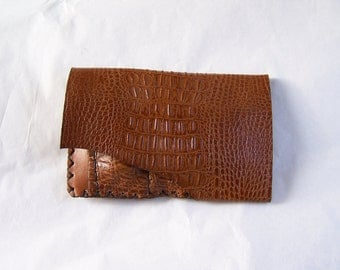 Lizard grain leather artisanal, sober, functional and original tobacco pouch for man or woman