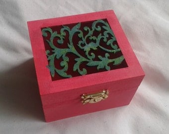 Pink leaf decorated box