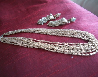 Sarah Coventry Necklace &Clip On  Earrings - Beautiful Set