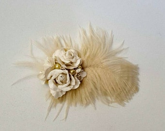 Cream flower and feather hairclip