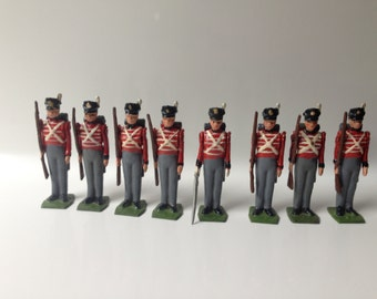 Britains Toy Soldiers #1518 Waterloo period 1815 Line Infantry with Muskets & Officer Vintage Lead Toy Soldier