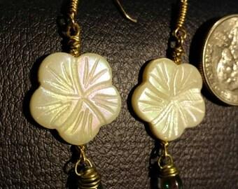 Mother of pearls Hawaiian flowers