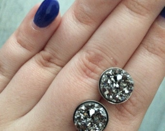 Ice crystal stud earring different color