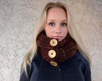 Chunky/bulky cowl with buttons