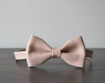 Nude leather bowtie / Nude colored bowtie / Bow tie for men or women / Leather bowtie / Genuine leather