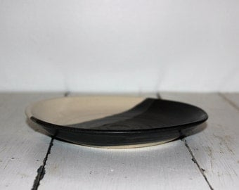 grey and white ceramic plate