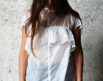 T-shirt parachute white wheel.