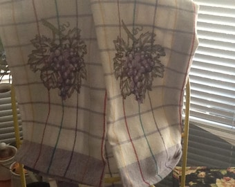 """Checkered Kitchen Towel embroidered with a """"Bunch of Grapes (Set of 2)"""