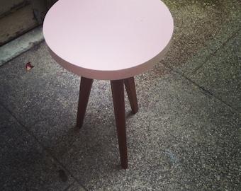 Mini Tripod side table pink Scandinavian vintage