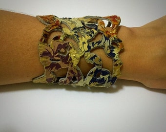 Bracelet, arm band