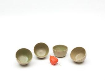 4 small bowls